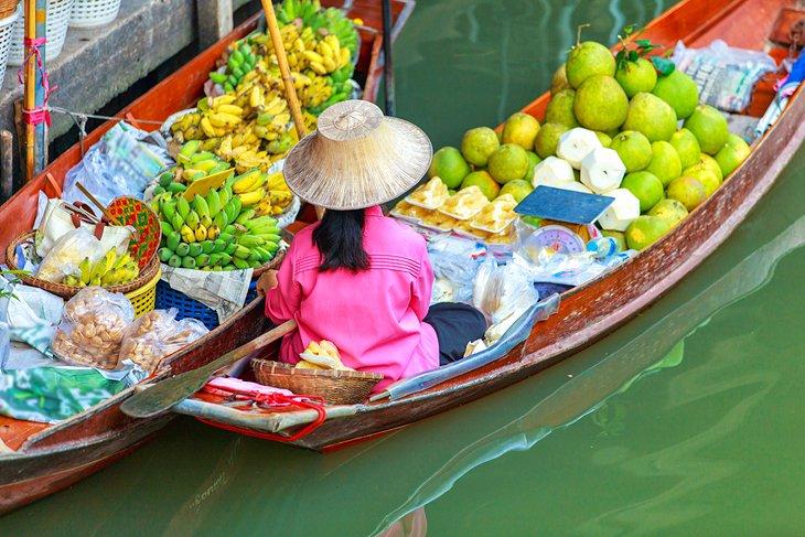 السوق العائم في مدينة بانكوك، تايلاند