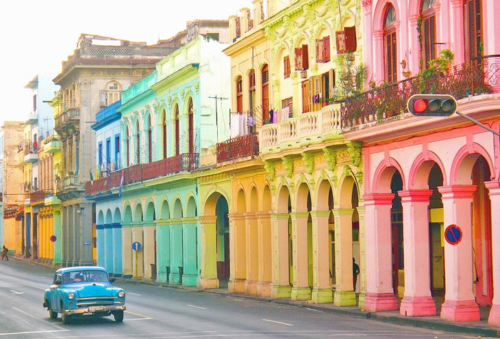 https://www.planetware.com/wpimages/2019/12/cuba-in-pictures-beautiful-places-to-photograph-old-havana.jpg