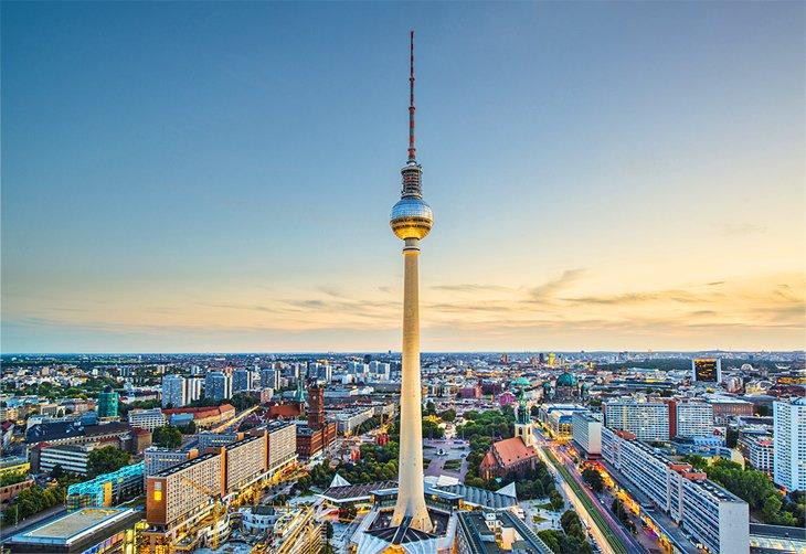 برج التلفزيون،  أحد أشهر المعالم السياحية في مدينة برلين، ألمانيا