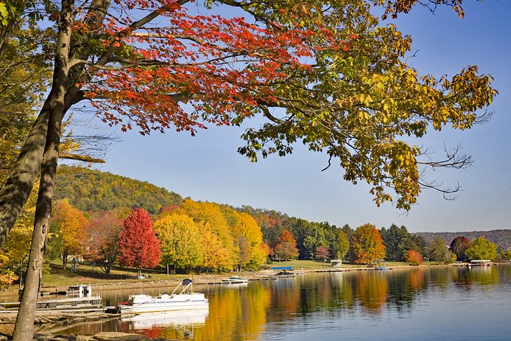 Fall colors at Deep Creek Lake