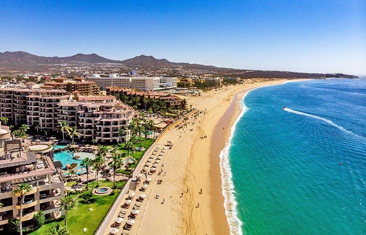 Vista aérea de la playa El Médano, Cabo San Lucas