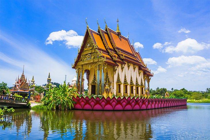 Буддийский храм Ват Плай Лаем на Самуи.