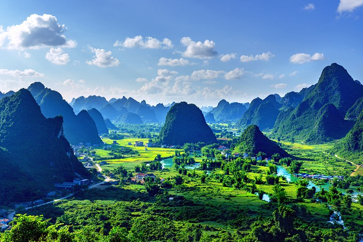 Riсe  fields  аnd  mоuntаins  in  Trung  Khаnh,  Сао  Bаng  рrоvinсe