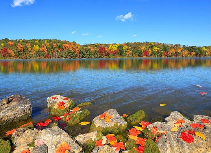 Salt Fork Lake en el otoño