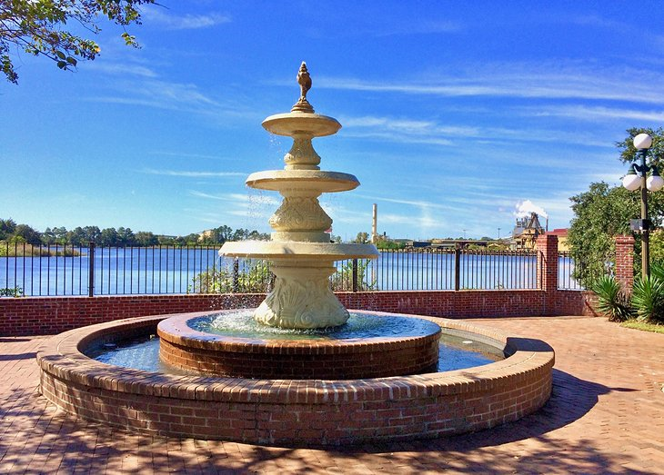 Fountain along the water in Georgetown, S.C.