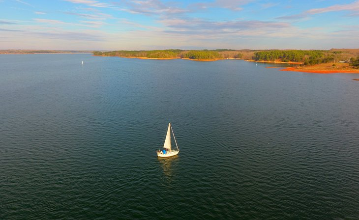 A boat sailing on Lake Hartwell