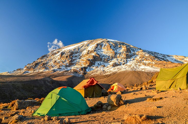 Carpas en la caminata al monte.  Kilimanjaro