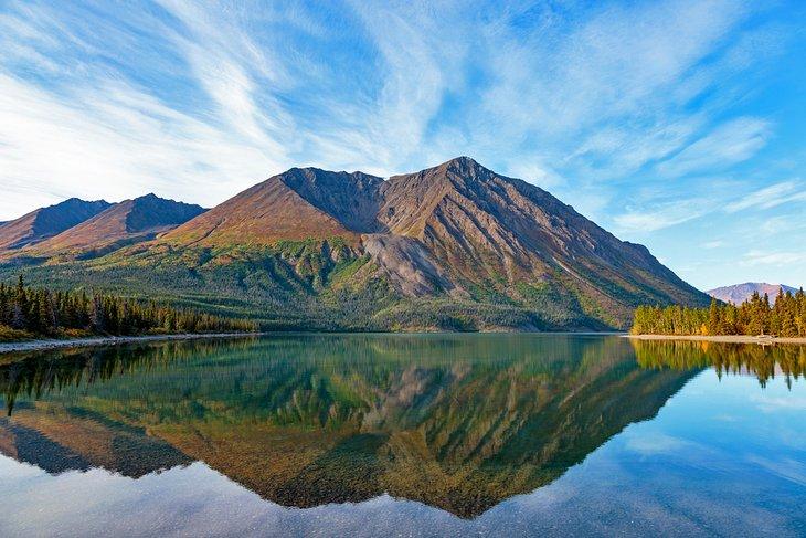 Lago Kathleen en el Yukón de Canadá