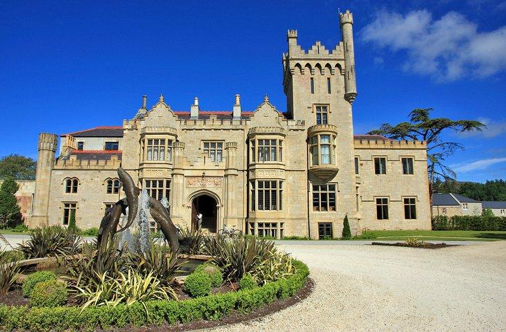 Замок Лаф Эске в округе Донегал, Ирландия.
