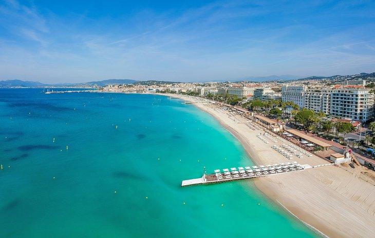 Vista aérea de Cannes y la playa