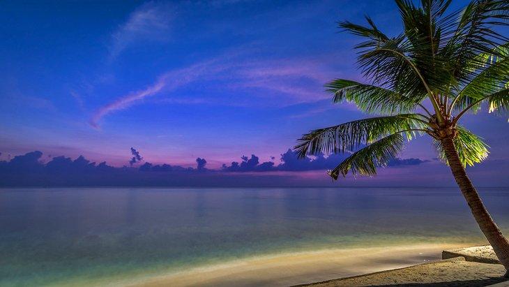 Playa Mangsit al anochecer en Lombok