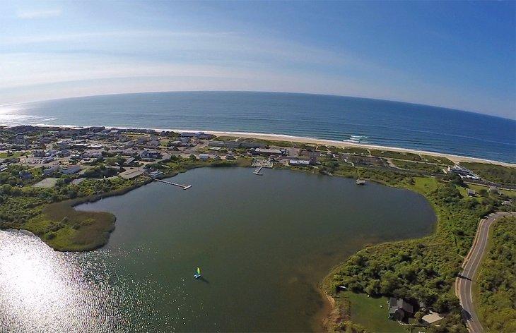 Vista aérea de la playa de Kirk Park en Montauk