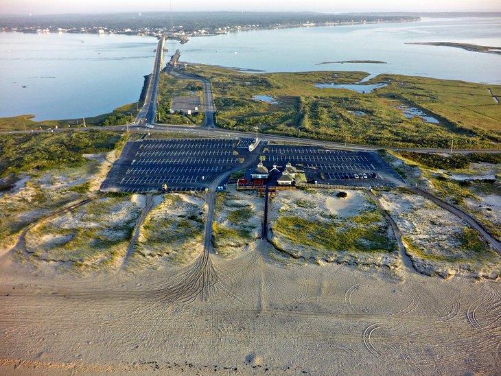 Vista aérea de la playa y el pabellón de Ponquogue