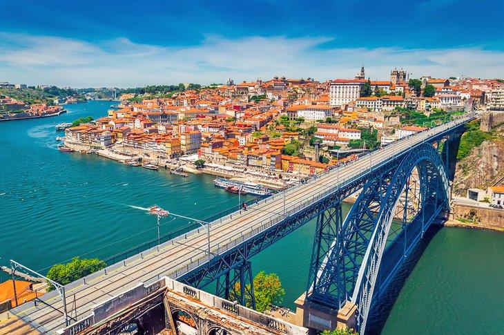 Ponte de Dom Luís I over the Duoro River in Porto