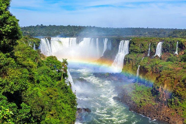 Arco iris sobre las Cataratas del Iguazú