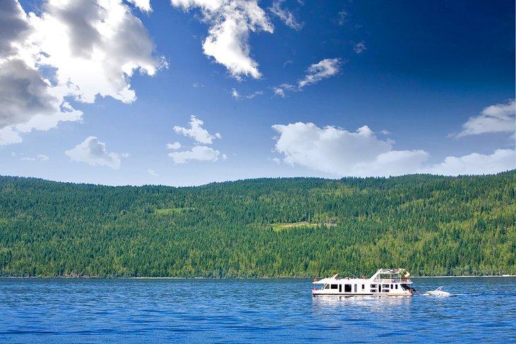 Casa flotante en el lago Shuswap