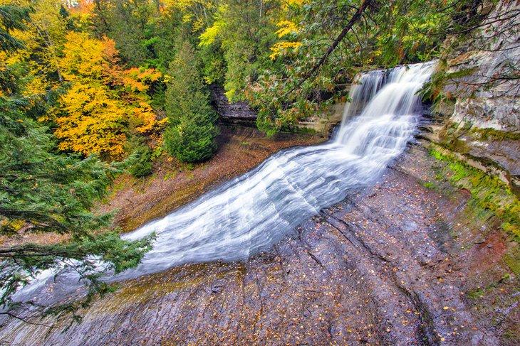 Riendo Whitefish Falls