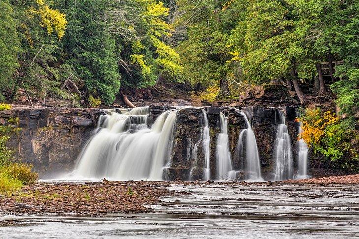 Manabezho Falls en el Parque Estatal Porcupine Mountains Wilderness