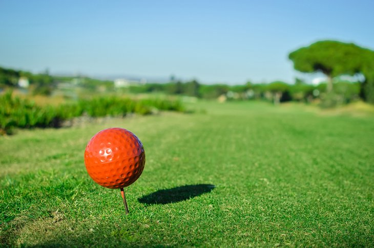 Dar el primer golpe en el campo de golf San Lorenzo