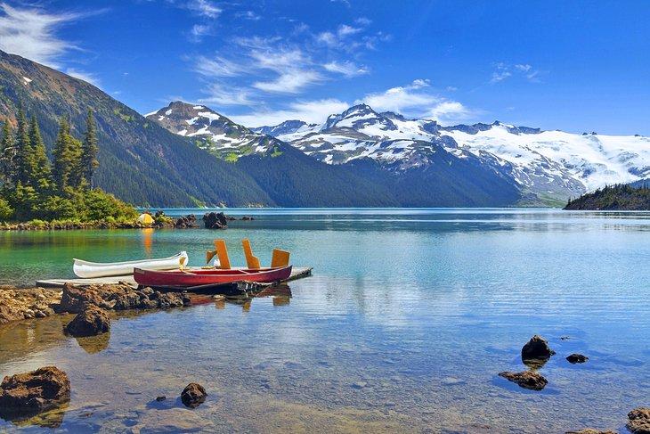 Camping en el lago Garibaldi