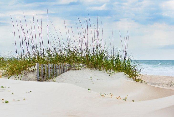 Dunas de arena en la playa de Emerald Isle