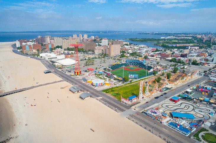 Vista aérea de Coney Island y la playa