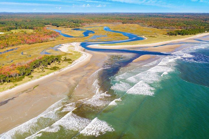 Vista aérea de la playa en Wells National Estuarine Research Reserve