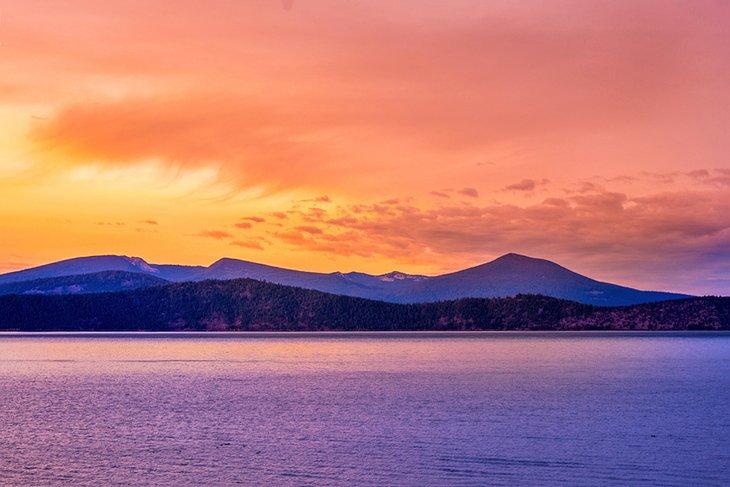 Upper Klamath Lake al amanecer.
