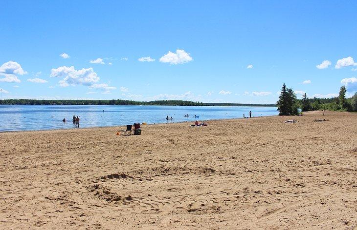 Playa frente al campamento de playa en Falcon Lake