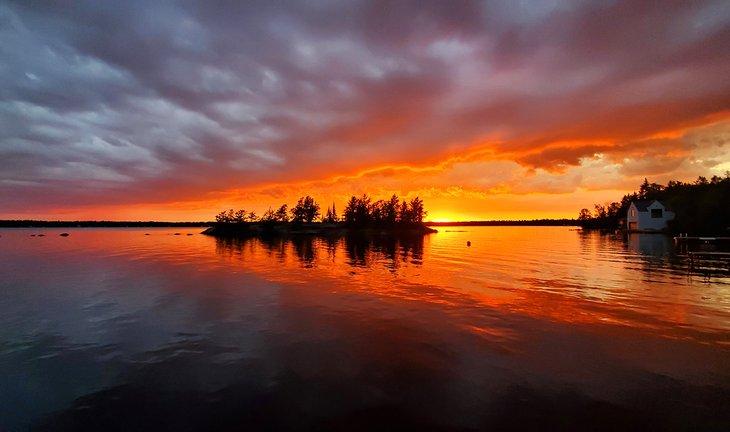 Puesta de sol sobre el lago Brereton, Parque Provincial Whiteshell