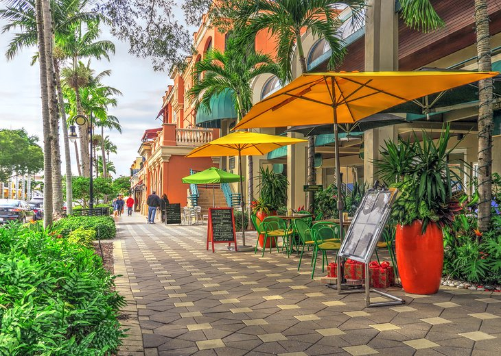 Shops and restaurants in Naples, Florida