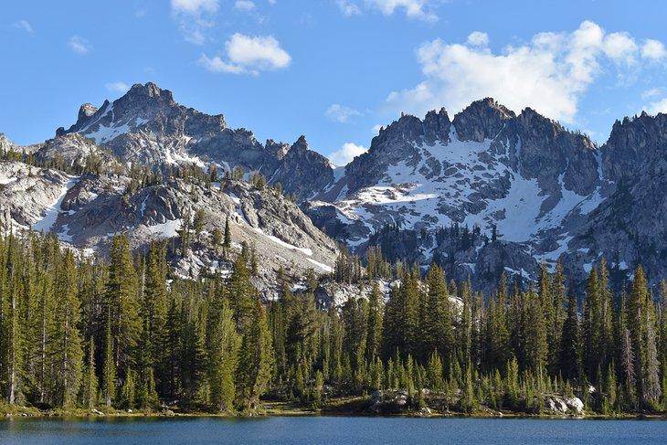 Alice Lake y las montañas Sawtooth