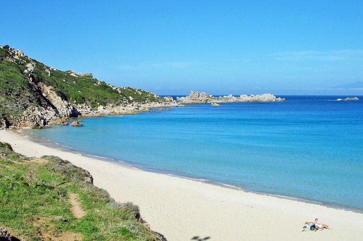 Playa Rena Bianca en Santa Teresa Gallura, Cerdeña
