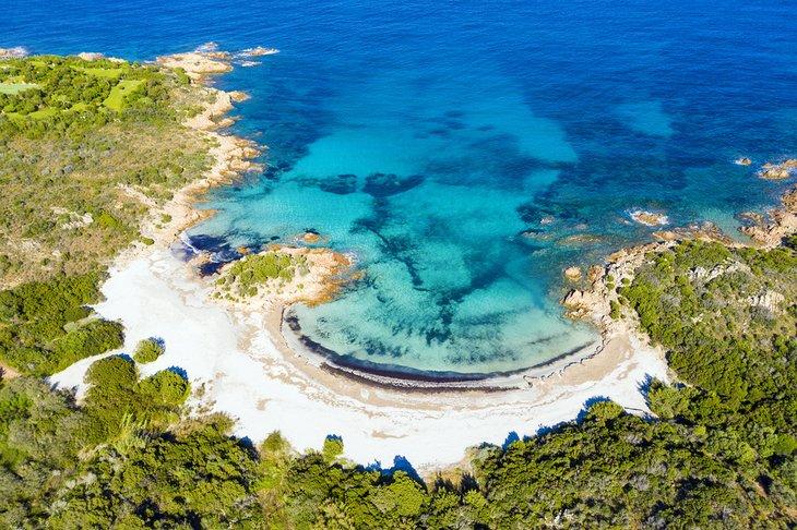 Vista aérea de la playa del Príncipe, Costa Smeralda