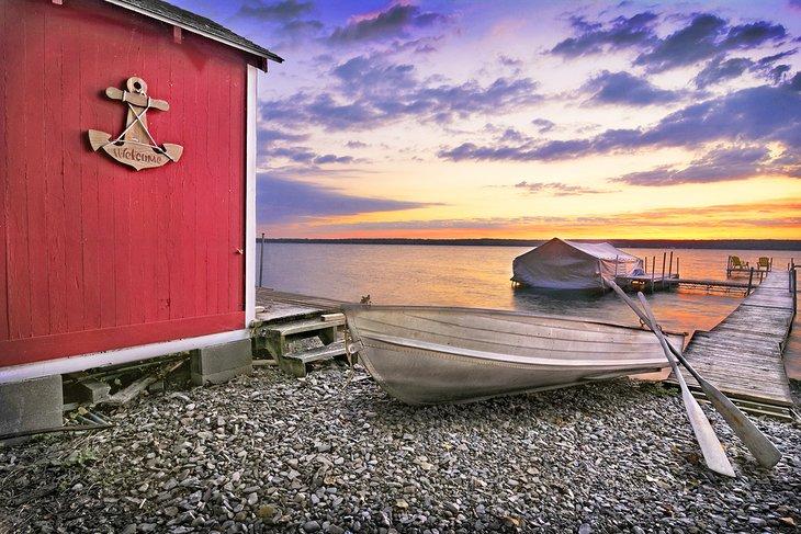 Cobertizo para botes en el lago Cayuga
