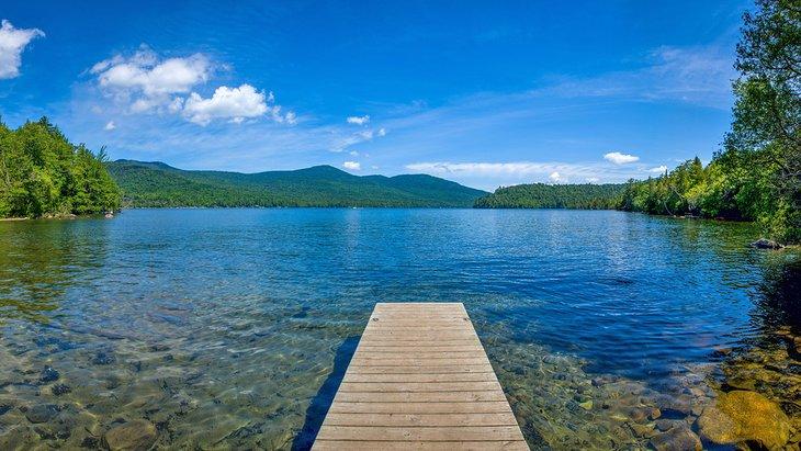 Lake Placid en un día claro de verano