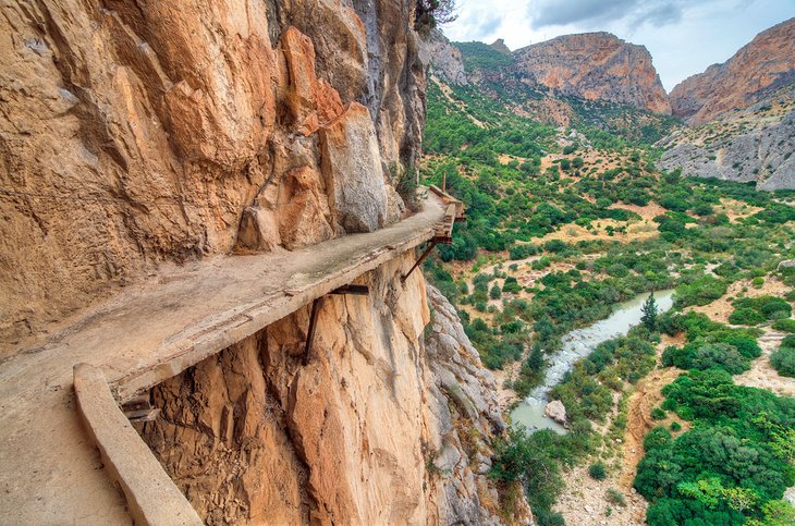 Precarious trail on El Camino del Rey