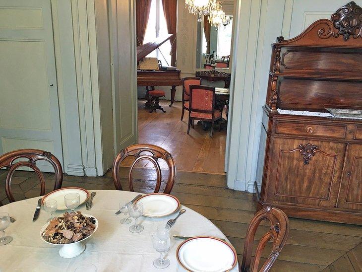 Salle à manger du musée Charles de Gaulle