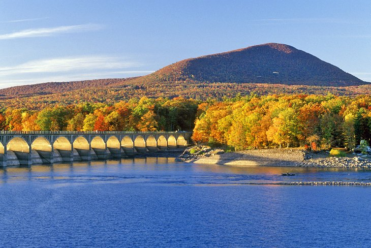 Fall colors along Ashokan Reservoir
