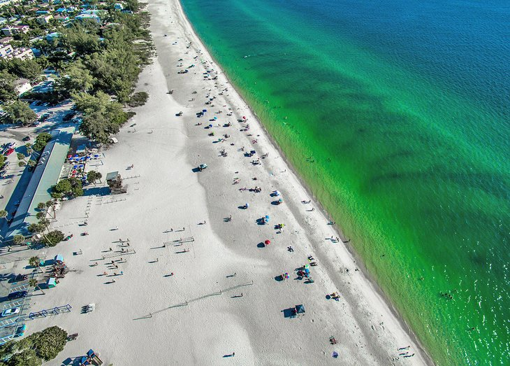 Playa pública de manatíes