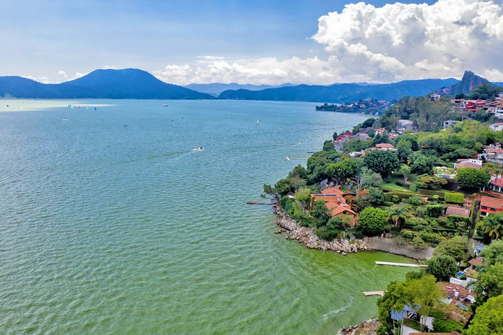 Valle de Bravo and Lake Avandaro