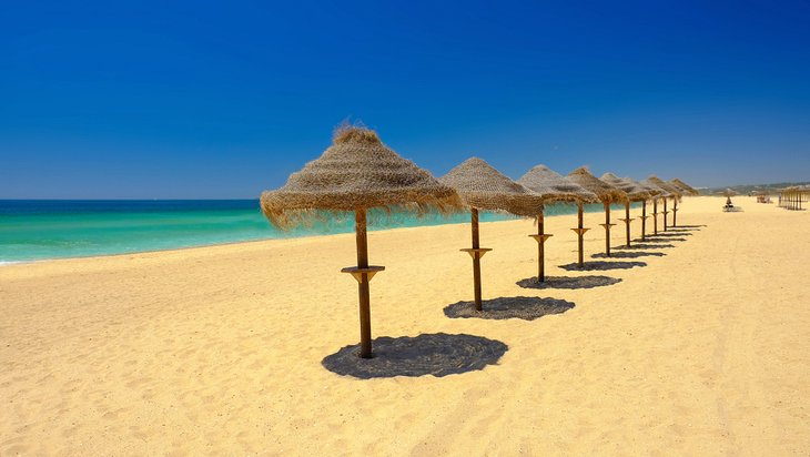 Paraguas en Praia do Alvor
