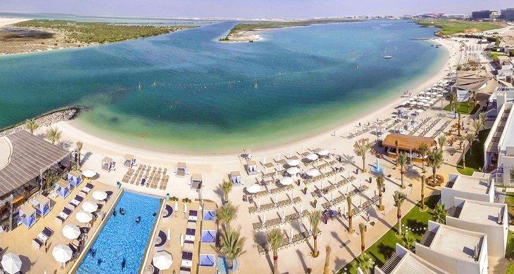 Vista aérea de la playa de Yas