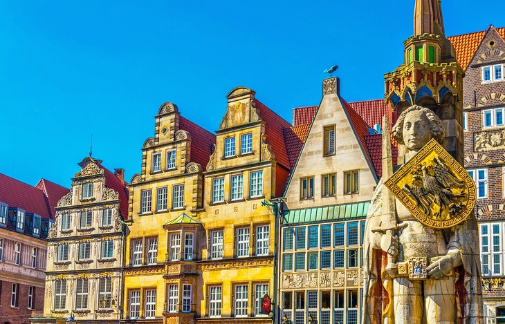 Colorful facades with Bremer Roland statue in Bremen