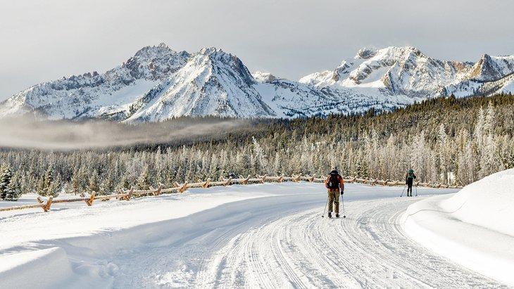 Cross-country skiing in Stanley
