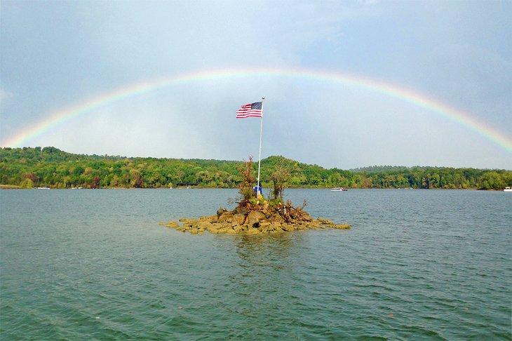 Arco iris sobre el lago del río Nolin