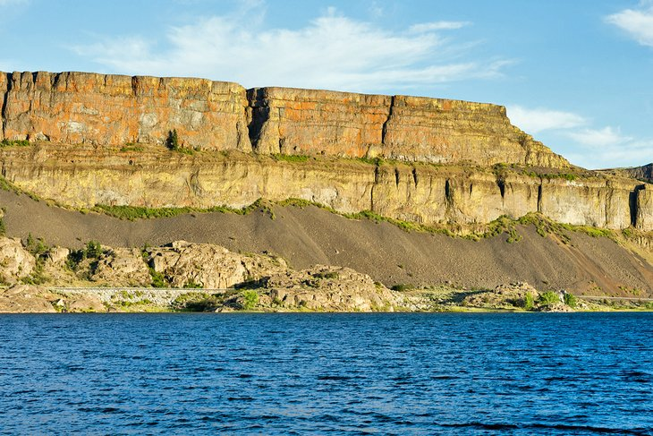 Banks Lake and the walls of Grand Coulee in Steamboat Rock State Park