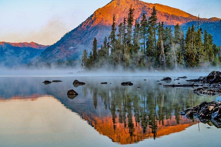 Lago Wenatchee al amanecer.
