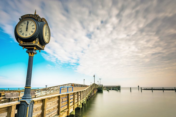 Muelle del reloj en la playa de Brownie