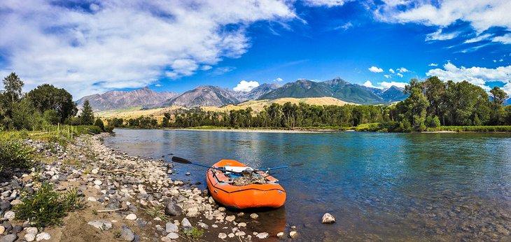 Balsa en el río Yellowstone
